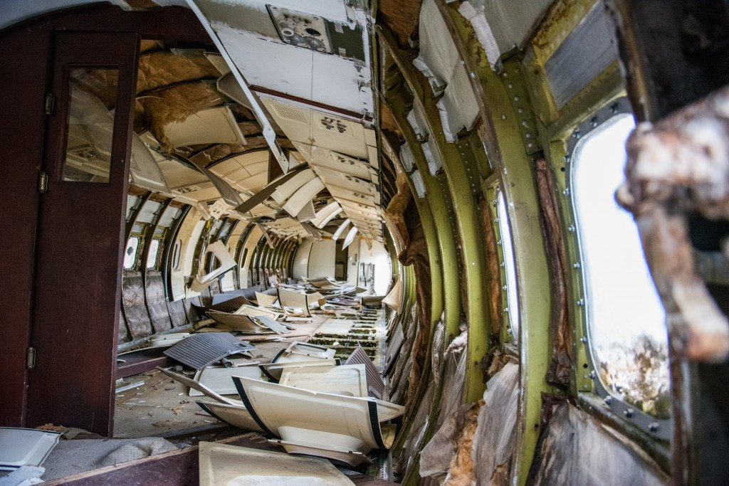 broken-airplane-plane-old